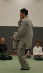 Excellent balance - Chen Bing demonstrates 'Pounding the Mortar'